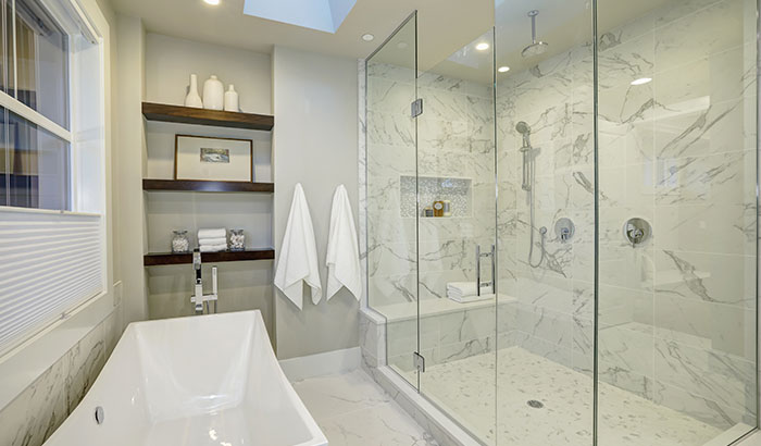 5 Ways Glass Accents Can Enhance Your Bathroom